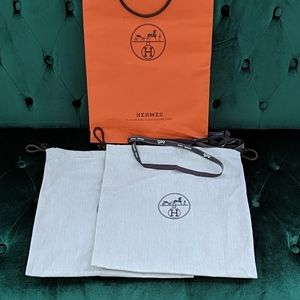 Hermes dust bags (2) + shopping bag + ribbon
